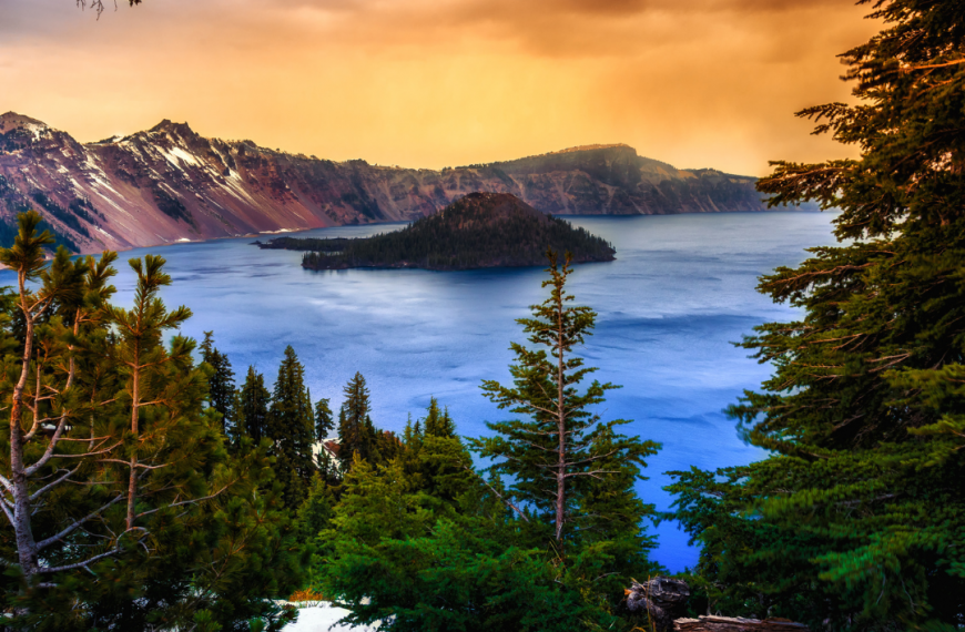 Spend Summer at The Crater Lake National Park
